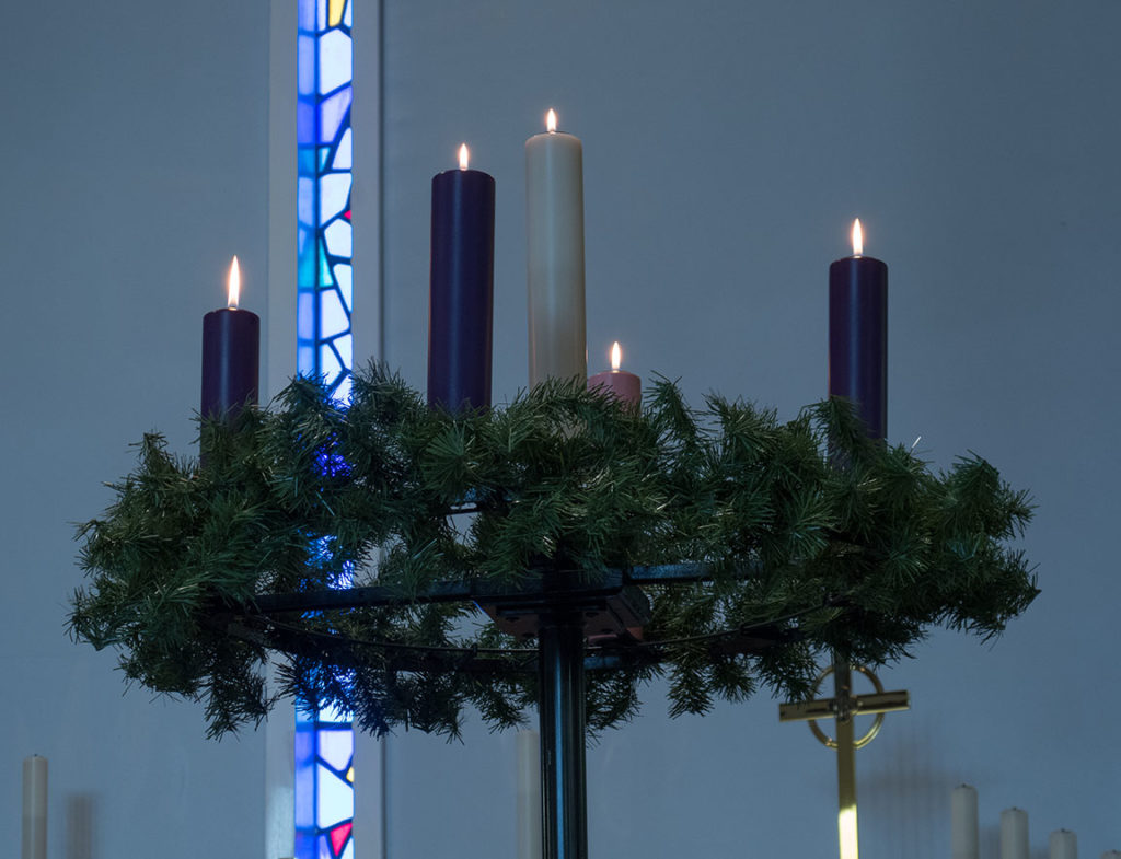 Advent Wreath, 5 candles lit